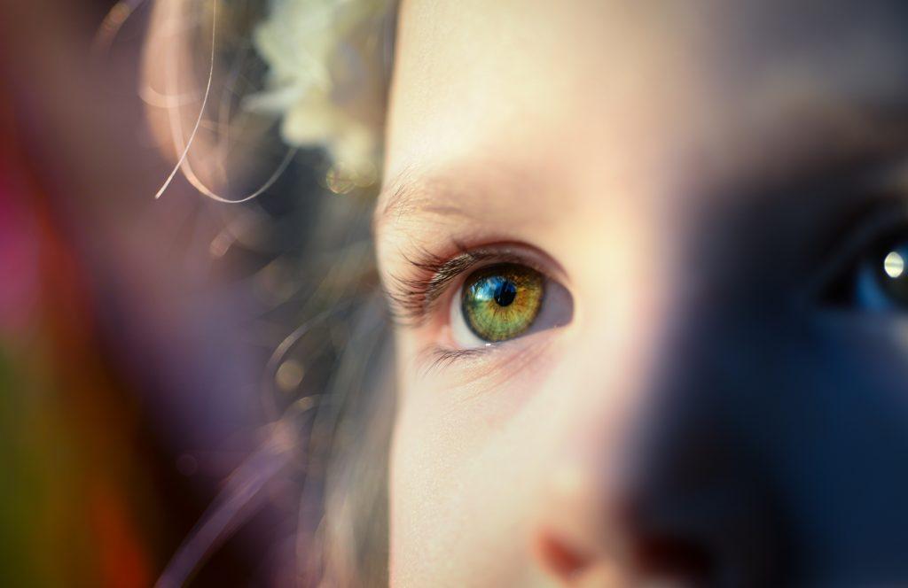 Les entités négatives aiment aspirer l'énergie des enfants car elle est lumineuse.
